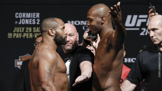 Podle Cormiera nemá Jones sílu, aby v těžké váze někoho knockoutoval. Ten ho ale pohotově uzemnil vtipným videem