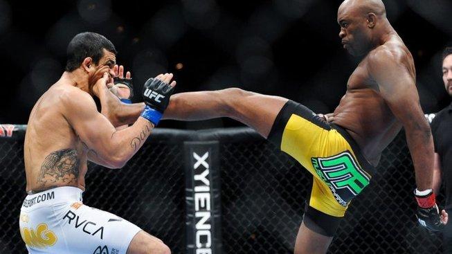 Kdysi neporazitelný bojovník Anderson Silva se utká s Uriah Hallem