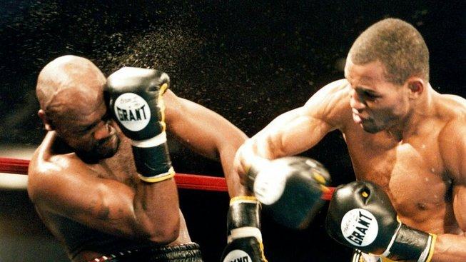 I přestože dostal KO a byl v bezvědomí, boxer Simon Brown nepřestával rozdávat údery