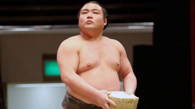 Japonský zápasník sumó prohrál ve věku pouhých 28 let boj s koronavirem