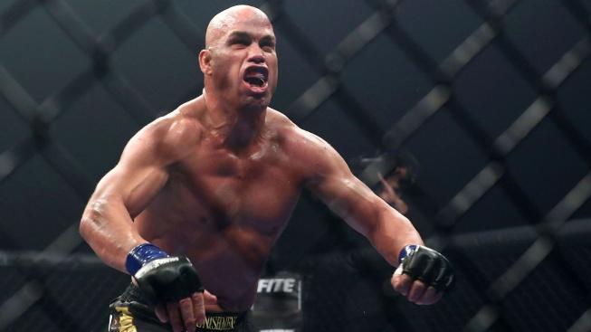 Legendární šampion těžké váhy Tito Ortiz obdržel nabídku na souboj s Mikem Tysonem