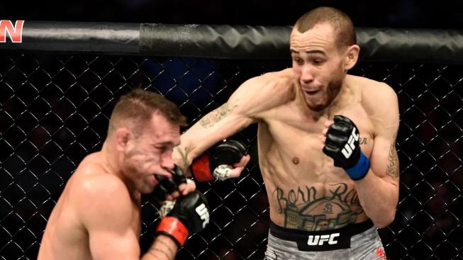 """Neuvěřitelný výkon a srdce bojovníka předvedl Julian Erosa v zápase se Seanem """"Sniperem"""" Woodsonem"""