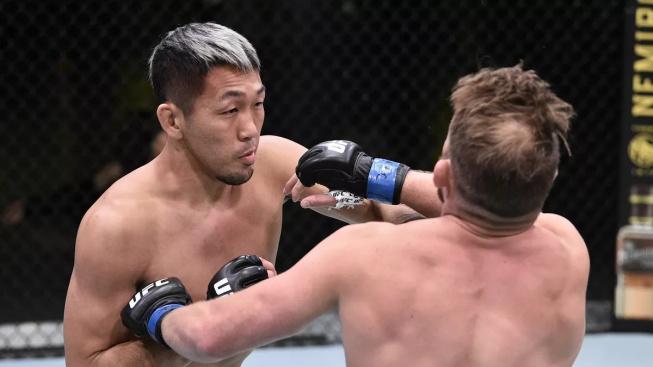 """Japonský """"samuraj"""" Takashi Sato nedal svému soupeři šanci a zvítězil v prvním kole na TKO"""