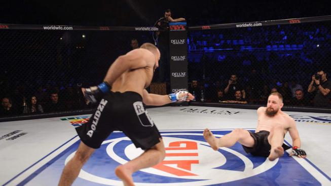 MMA Bojovník doslova vlétl do svého soupeře a udělil mu technické KO za 12 vteřin