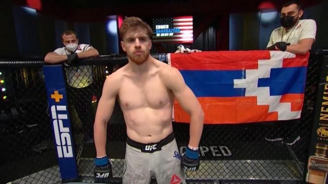 """Politika zasáhla do UFC, Azerbajdžán zažádal o potrestání bojovníka, který nastupoval s vlajkou """"neexistující země"""""""