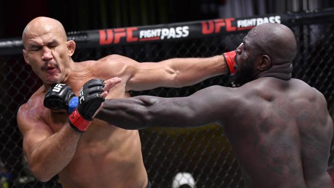 """""""Bigi boy"""" ze Surinamu neúprosně knockoutoval Juniora dos Santose, pak se objali jako staří kamarádi"""