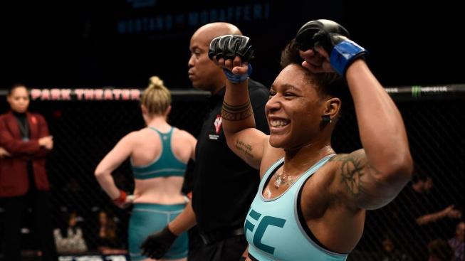 Smolař dne, vsadil více než půl milionu na favorizovanou Agapovou, podceňovaná Dobson ji ukončila TKO