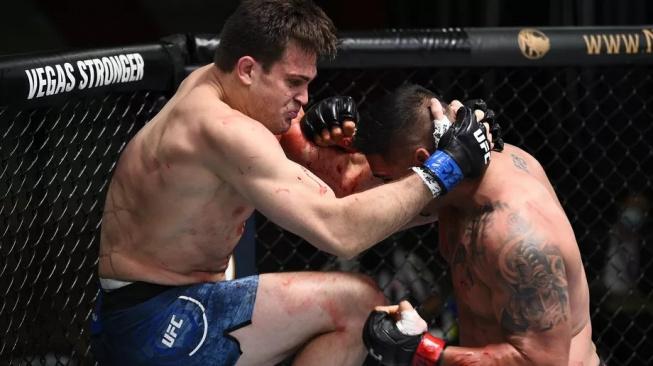 """Oficiálně neporažený """"Ninja z Beverly Hills"""" Jordan Wright vyhrál svoji premiéru v UFC v prvním kole"""