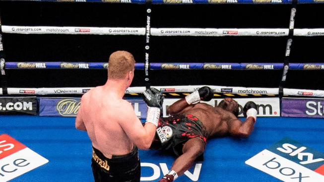 V boxerském souboji těžkých vah vyhrál Povětkin na brutální KO a vzal Whytovi titul