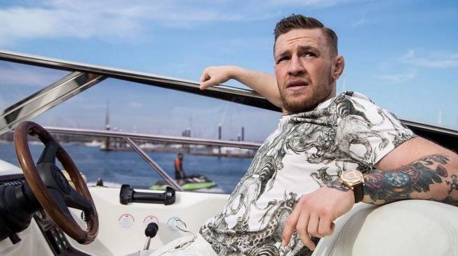 McGregor byl na dovolené vyslýchán policií kvůli údajnému sexuálnímu obtěžování a obnažování