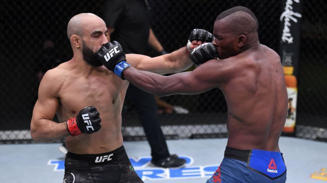 """Ottman Azaitar, vycházející hvězda UFC, opět přejel soupeře vprvním kole. """"Když ucítím krev, nemůžu se zastavit,"""" vysvětluje"""