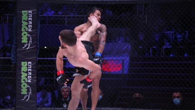 Magomed Bibulatov tvrdě knockoutoval svého soupeře kopem z otočky a zařadil se tak mezi kandidáty na KO roku