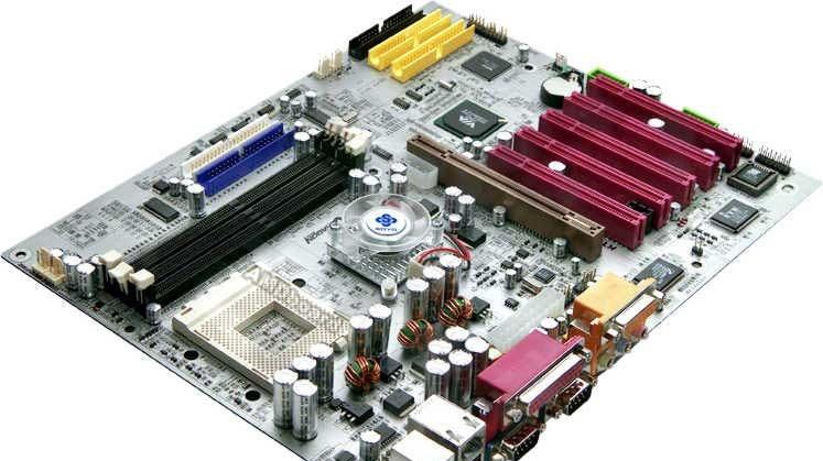 Bude čipset VIA KT400A lepší než nForce2?