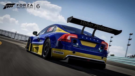 Forza 6 v novém traileru projíždí evolucí herního závodění