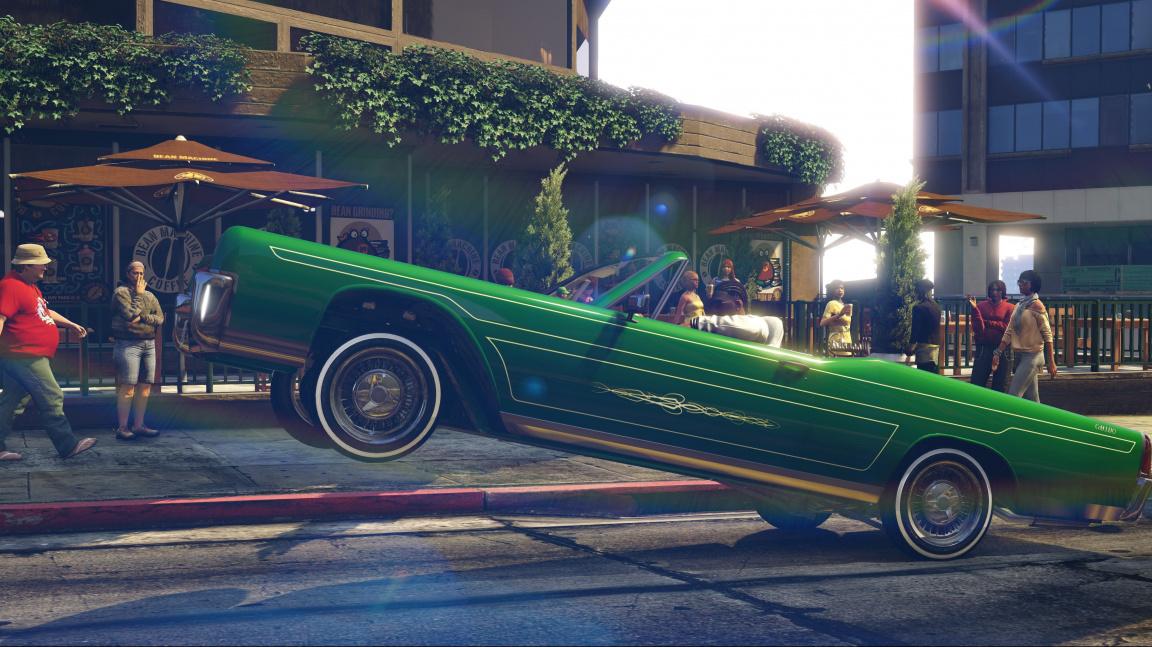 Grand Theft Auto Online rozšířil update Lowriders plný poskakujících aut