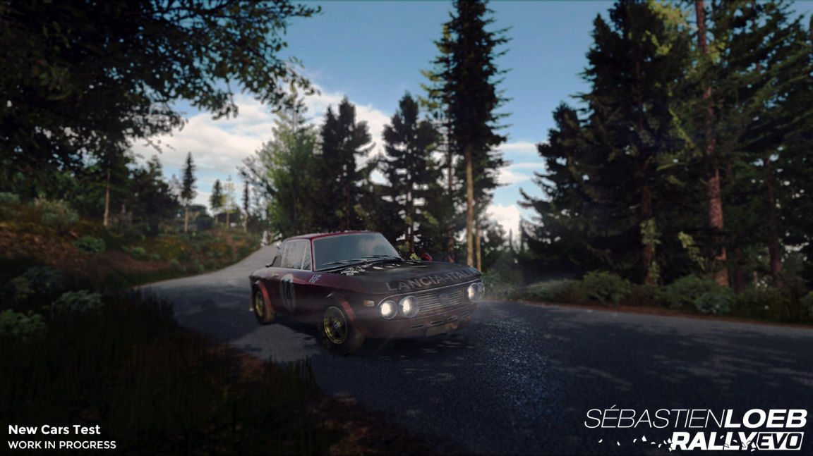Sébastien Loeb Rally EVO sešlápla plyn a vyjela na pulty obchodů