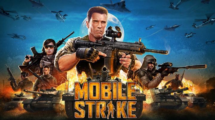 Ovládněte společně s Arnoldem online svět ve válečné strategii Mobile Strike