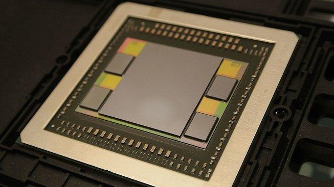 Ukázka grafického čipu s paměťmi HBM