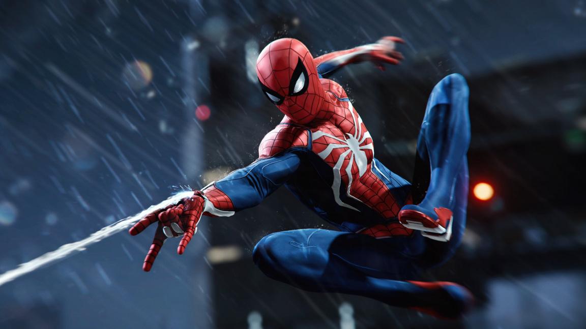 Spider-Man ukazuje pohyb i boj, schovává tajemného záporáka