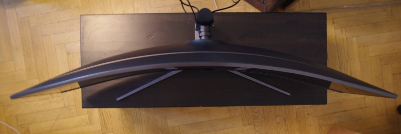Zakřivení 1800R monitoru Samsung C49HG90