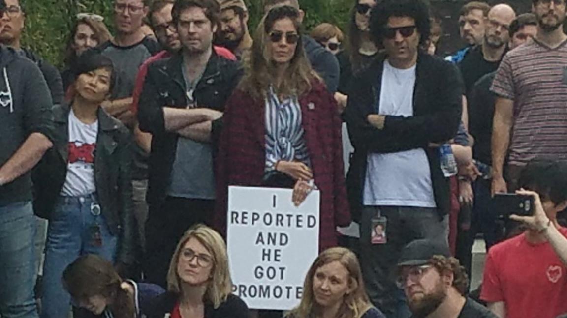 Zaměstnanci Riot Games protestovali proti nuceným arbitrážím a sexismu