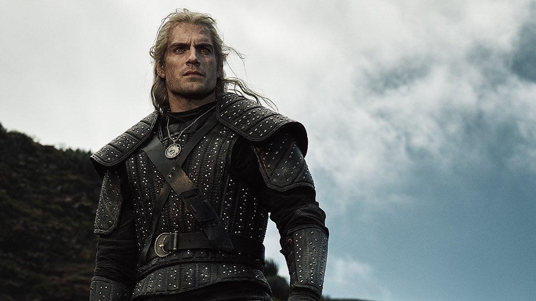 Prohlédněte si seriálového Geralta, Ciri a Yennefer na oficiálních fotkách