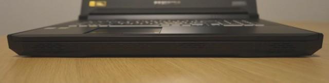 Acer Predator Helios 700 konektory
