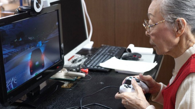Hamako Mori Gaming Grandma