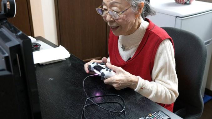 90letá japonská babička je nejstarší herní streamerkou. Miluje GTA V