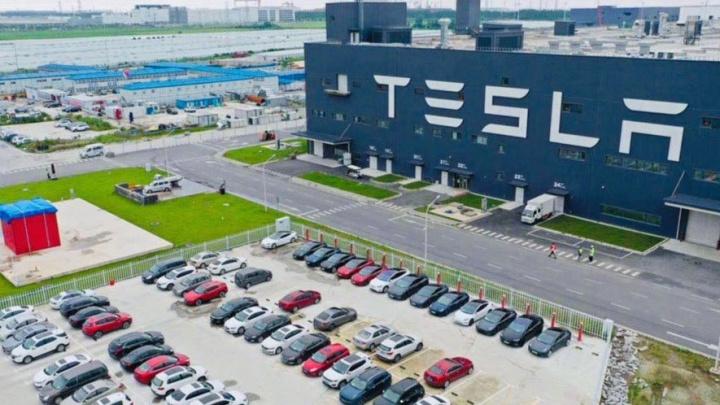 Tesla spojuje síly s čínskou verzí PUBG Mobile