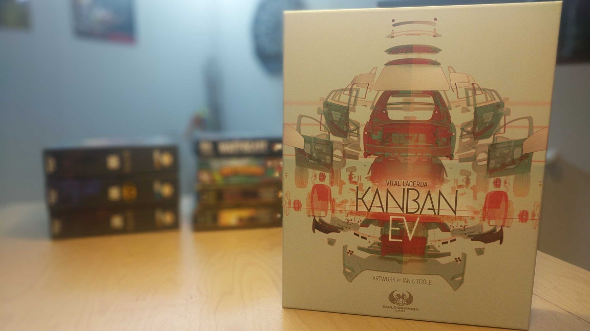 Deskovka Kanban EV – recenze grandiózní simulace automobilové fabriky