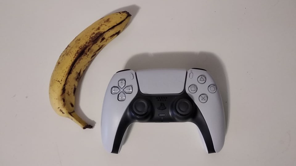 Sony si patentovala banán jako gamepad pro PlayStation. Ne, není to vtip