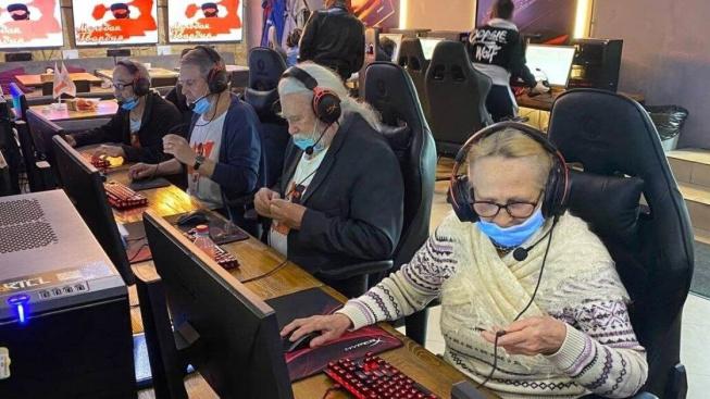 Counter-Strike tým, ve kterém je průměrný věk hráčů 75 let, byl nominován do knihy rekordů
