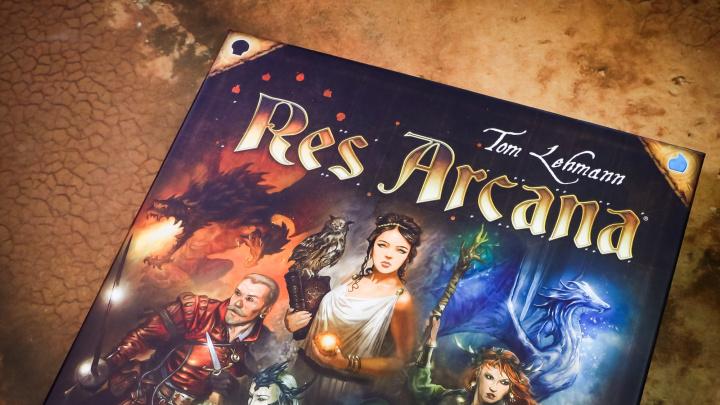 Deskovka Res Arcana – recenze magické karetní hry