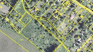 Vlastník pozemku je povinen udržovat bez jakékoli náhrady okolí elektrických sloupů, Foto:CUZK