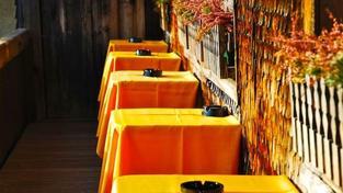 Podle průzkumu chodí lidé se stravenkami v době oběda do restaurací o 53 procent více, než zaměstnanci, kteří stravenky nedostávají, Foto:SXC
