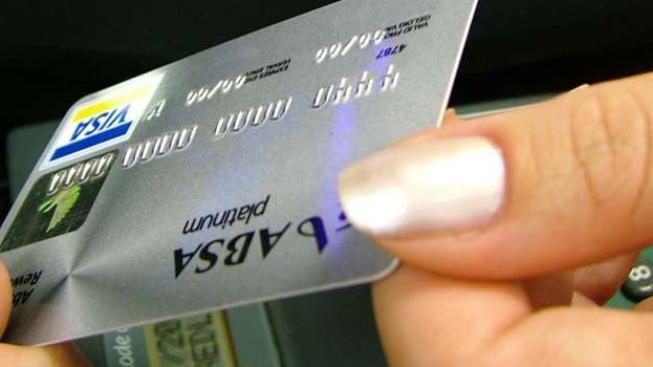 Mezi nejčastější fígle podvodníků patří skimming, krádež dat z karty při placení a zadržení hotovosti v bankomatu, Foto: SXC