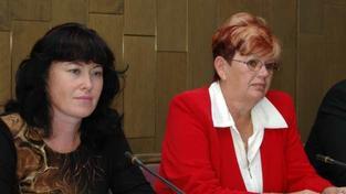 Kde by chybějící finance komunisté vzali však neupřesnili, Foto: Soňa Marková (vlevo) KSČM