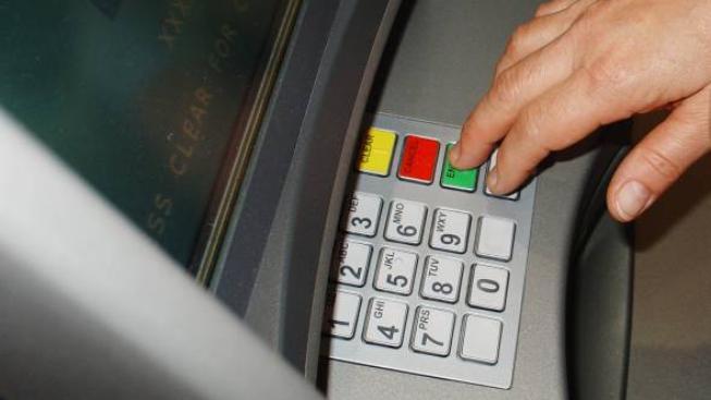 Mobilní bankomat nabídne také další možnosti. Kromě výběru hotovosti a dotazu na zůstatek přes něj lze zadávat platební příkazy, Foto:SXC