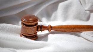 Méně peněz dostanou za své služby také obhájci, které ustanoví soudce v rámci občanského soudního řízení, Foto:SXC