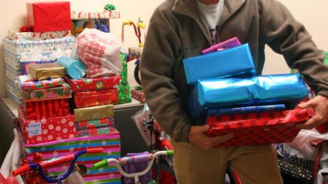 Před Vánocemi lidé nakupují spíše maličkosti pro své nejbližší, v povánočních výprodejích zase pořizují větší a nákladnější věci, Foto:SXC