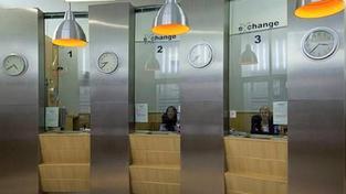 Odevzdávat poškozené peníze bankám budou zřejmě muset i směnárníci, Foto: Exchange