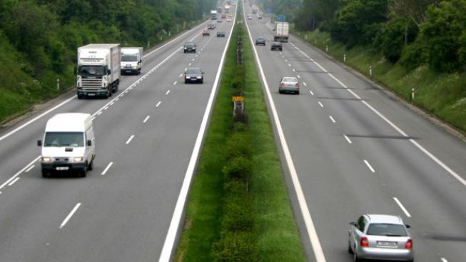 Ministerstvo dopravy se navíc snaží zvýšením mýtného stimulovat dopravu po kolejích, Foto:ŘSD