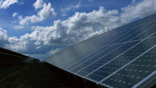 Fotovoltaici přičítají hlavní vinu za způsobené škody provozovatelům distribučních sítí ČEZ Distribuce či E.ON, Foto:SXC