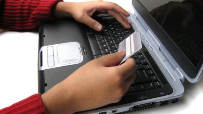 Držitelé platebních karet jsou prostřednictvím nově otevřeného pop-up okna vyzváni k vyplnění čísla karty, doby její platnosti, CVV, Foto SXC