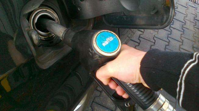 Na sousedním Slovensku zůstala v uplynulém týdnu cena nafty na úrovni 1,351 eur (33,06 Kč), Foto: NašePeníze.cz