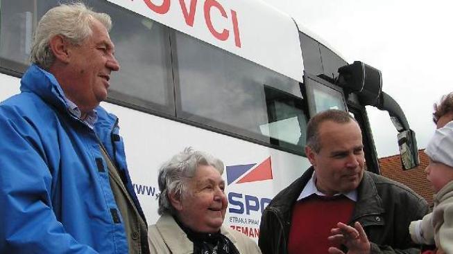 Zeman s konáním přímé volby prezidenta v roce 2013 příliš nepočítá,