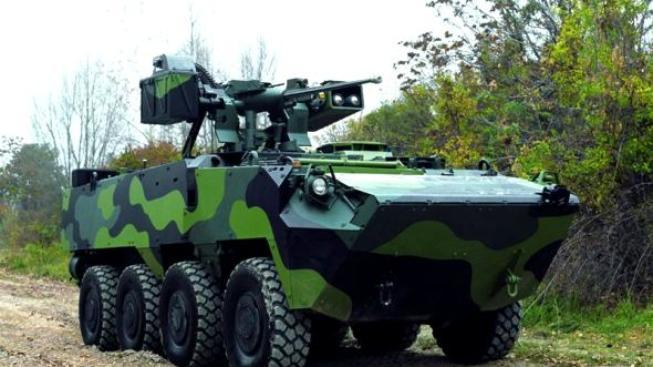 Armáda může na jednom obrněném vozidle ušetřit 110 milionů. Jak je to možné? Foto Pandur: ARMY