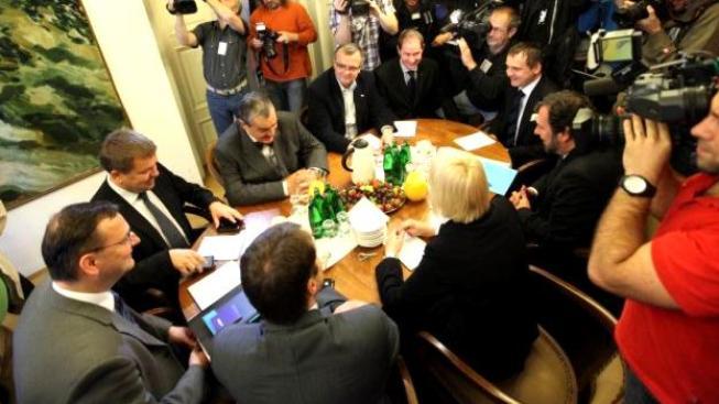 Své majetkové přiznání již odevzdala většina poslanců. Čas mají totiž pouze do konce června. Ilustrační foto. koalice (ODS,VV,TOP09)