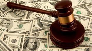 Pokud by Ústavní soud příslušný paragraf zrušil, státní zástupci by s největší pravděpodobností mohli zpětně žádat o dorovnání platů.